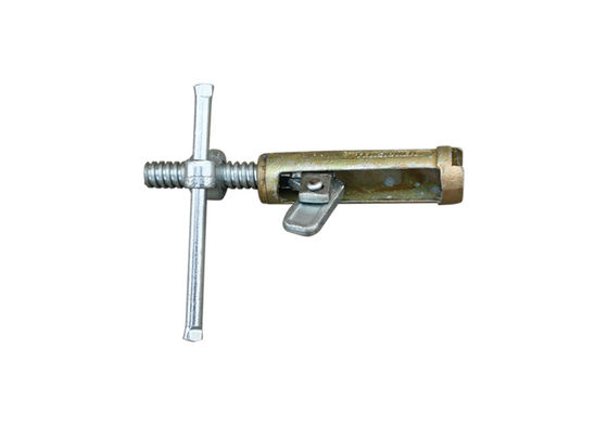 China Galvanized Scaffolding Accessories / rapid screw formwork thread tighting clamp distributor
